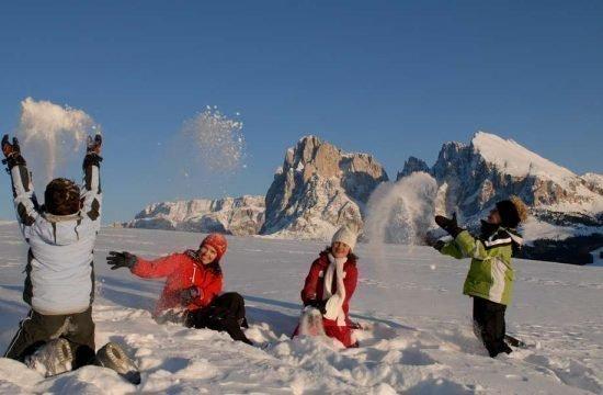 vacanza-ski-dolomiti-inverno-aple-di-siusi (1)